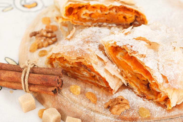Есенски десерт: Рецепт за пита со тиква и мед