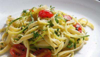 Рецепт за лингвини со авокадо, домати и лимета